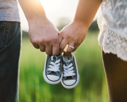 hands-and-shoes-why-choose-fertility solutions. IVF Support Group.